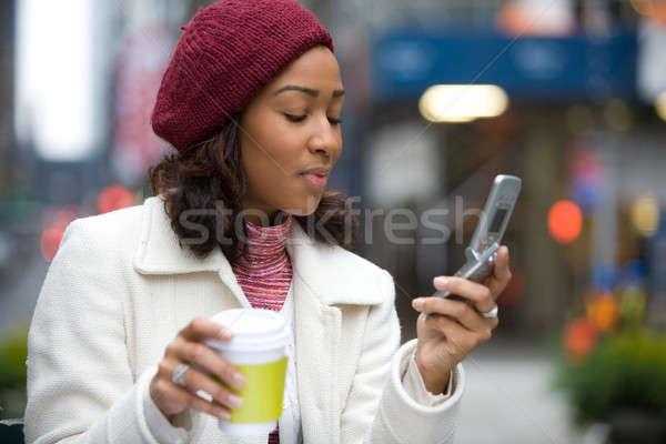 деловой женщины город привлекательный сотового телефона веб Сток-фото © ArenaCreative