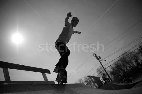 Gördeszkás rámpa portré fiatal korcsolyázás korcsolya Stock fotó © ArenaCreative