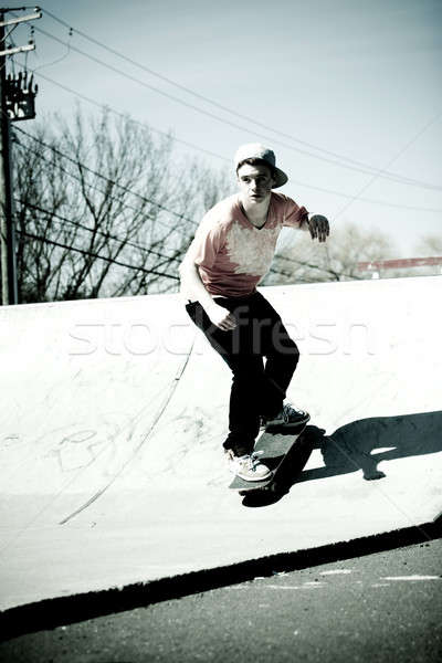 Skateboard rampe portrait jeunes skateboarder patinage Photo stock © ArenaCreative