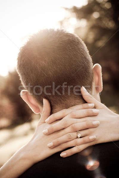 Impegnato Coppia donna mani in giro collo Foto d'archivio © ArenaCreative