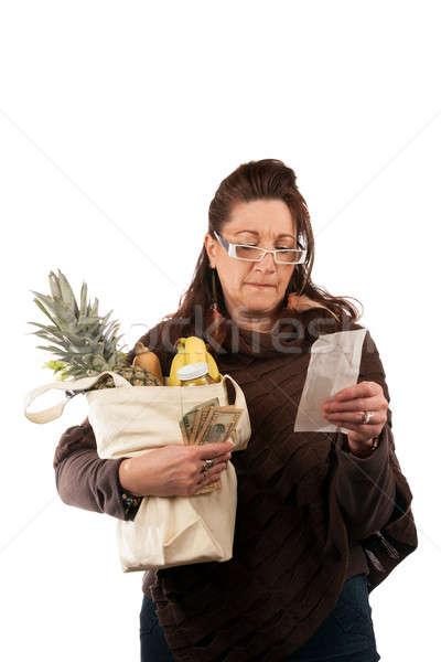 élelmiszer vásárló nyugta középkorú nő óvatosan megvizsgál Stock fotó © arenacreative