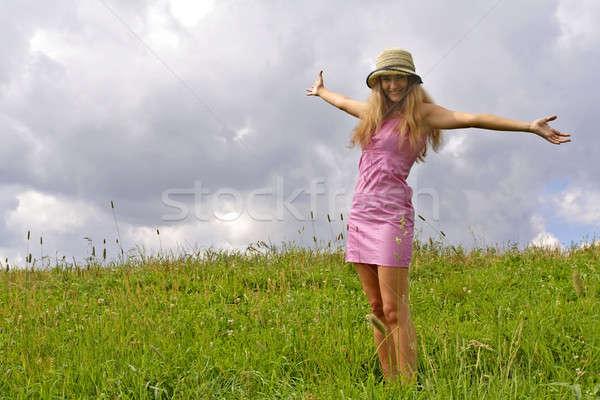 çayır genç kadın yeşil kadın gökyüzü kadın Stok fotoğraf © Ariusz