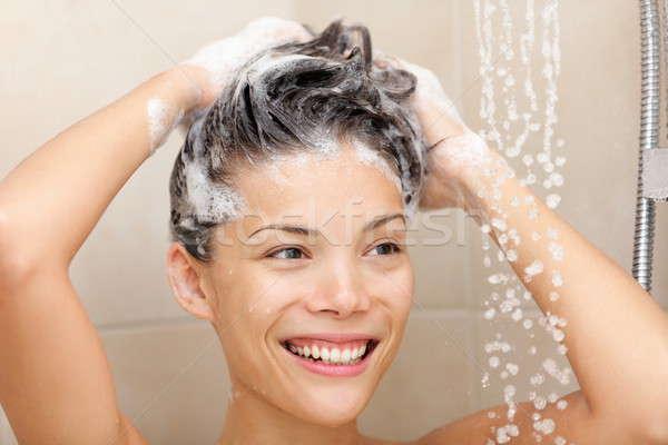 Donna lavaggio capelli shampoo schiuma doccia Foto d'archivio © Ariwasabi