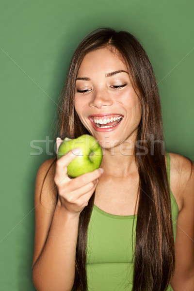 Stok fotoğraf: Kadın · yeme · elma · gülen · yeşil · sağlıklı · beslenme