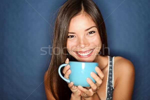 Vrouw glimlachen drinken thee Blauw jonge mooie Stockfoto © Ariwasabi