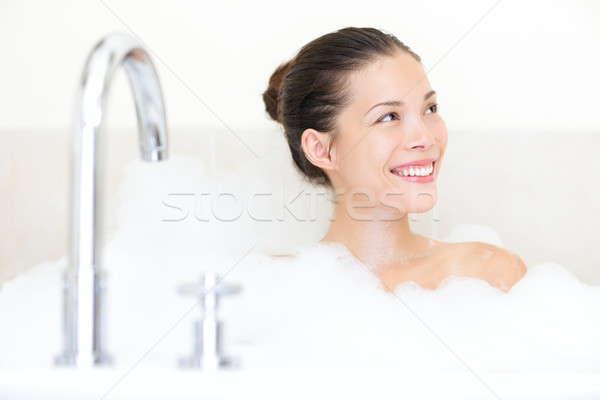 Fürdőkád nő élvezi fürdőkád hab mosolyog Stock fotó © Ariwasabi