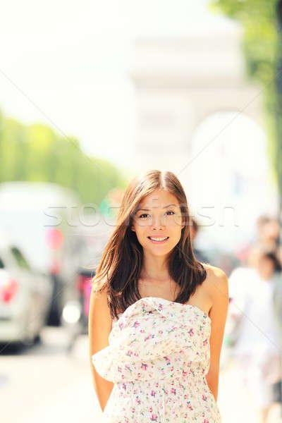 Paris kadın yürüyüş Arc de Triomphe geç bahar Stok fotoğraf © Ariwasabi