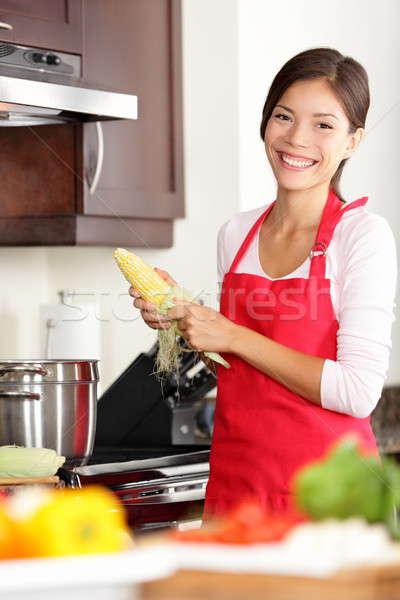 Сток-фото: кухне · женщину · приготовления · продовольствие · улыбаясь