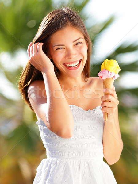 Dondurma kız yeme koni plaj yaz tatili Stok fotoğraf © Ariwasabi