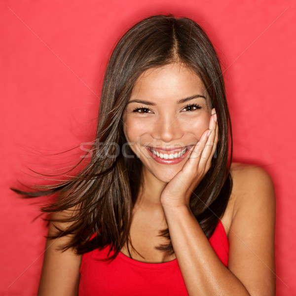 Glimlachend jonge vrouw cute portret natuurlijke openhartig Stockfoto © Ariwasabi
