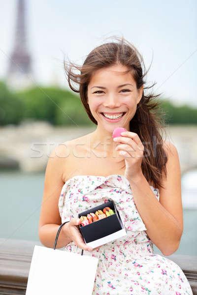 Stock fotó: Párizs · nő · eszik · macaron · Eiffel-torony · gyönyörű · nő