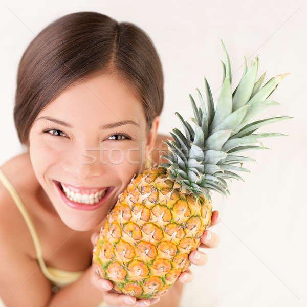 Ananás fruto mulher mulher sorrindo saudável alegre Foto stock © Ariwasabi