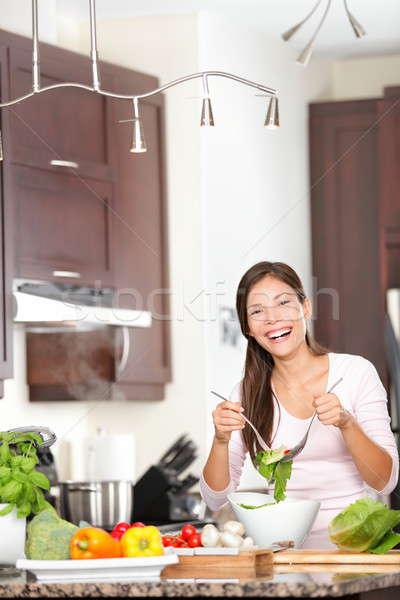 Photo stock: Cuisine · femme · salade · heureux · manger