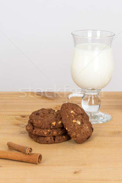 ストックフォト: クッキー · ミルク · ガラス · 暗い · 木製のテーブル · チョコレート