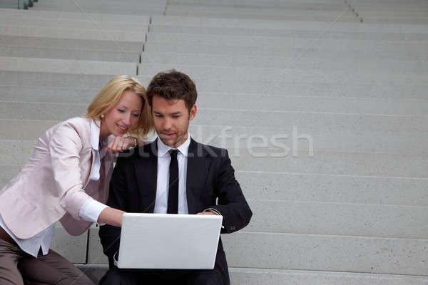 Iş adamı dizüstü bilgisayar kadın bilgisayar gülümseme adam Stok fotoğraf © armstark