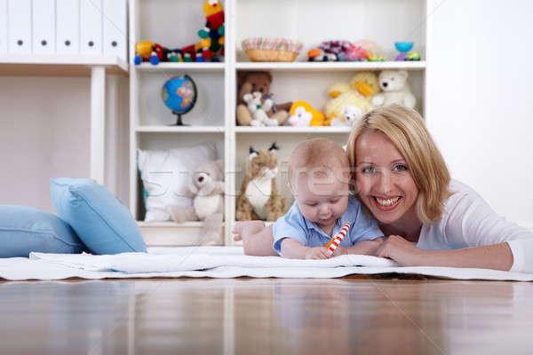 Anne oynamak bebek oda kadın eğlence Stok fotoğraf © armstark