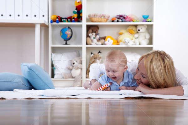 Anne oynamak bebek oda eğlence gülme Stok fotoğraf © armstark