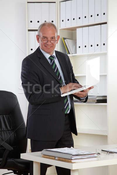 старые деловой человек ноутбука компьютер стороны улыбка Сток-фото © armstark