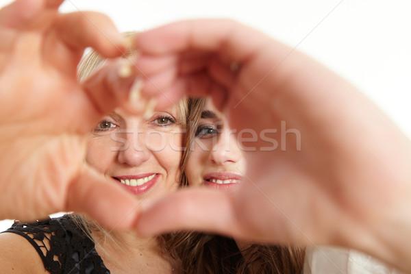 Anne kız kalp eller göstermek sevmek Stok fotoğraf © armstark