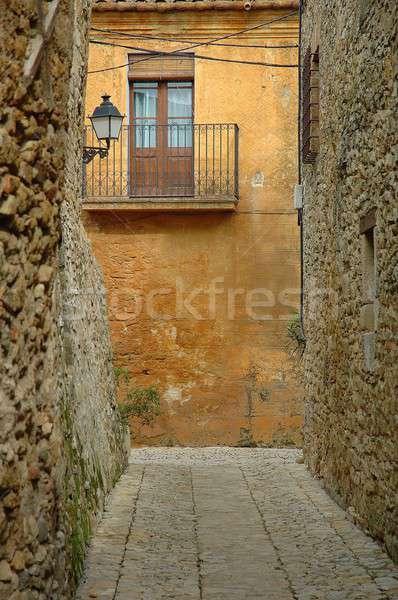 Peu pierre ville mur fenêtre Photo stock © arocas