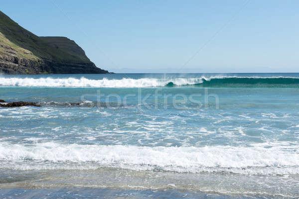 Typisch landschap eilanden groen gras bergen oceaan Stockfoto © Arrxxx