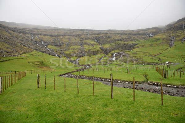 Landschap rond eilanden water gras berg Stockfoto © Arrxxx