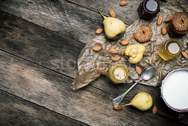 Poires cookies miel noix rustique bois Photo stock © Arsgera