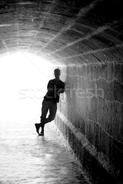Umani silhouette indietro illuminazione tunnel uscire Foto d'archivio © Arsgera