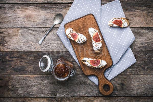 Rustico stile gustoso bruschetta snack jam Foto d'archivio © Arsgera