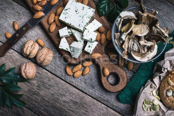Noix champignons fromages pain rustique Photo stock © Arsgera