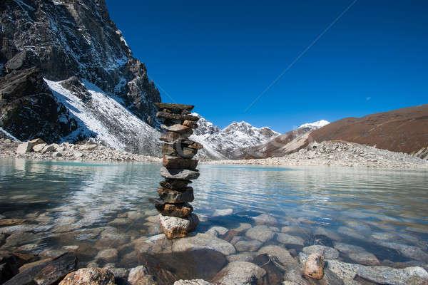 Boeddhisme stenen heilig meer harmonie evenwicht Stockfoto © Arsgera