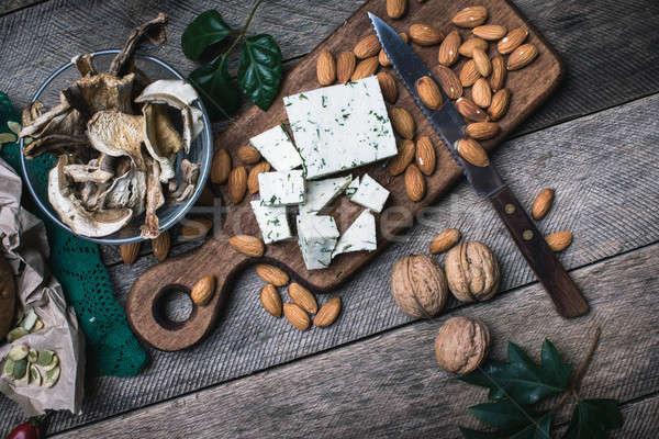 Formaggio dadi funghi tavolo in legno rustico stile Foto d'archivio © Arsgera