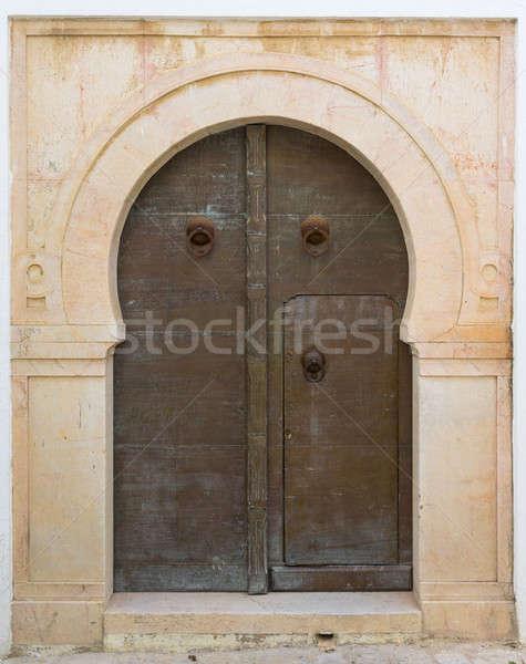 Porta ornamento azulejos parede rua Foto stock © Arsgera