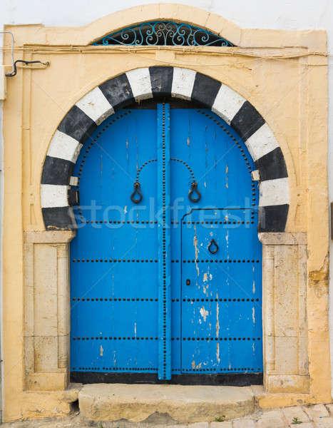 Tradicional azul porta parede rua janela Foto stock © Arsgera