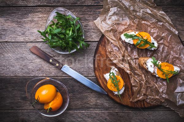 Rústico estilo bruschetta aperitivos tomates ensalada Foto stock © Arsgera