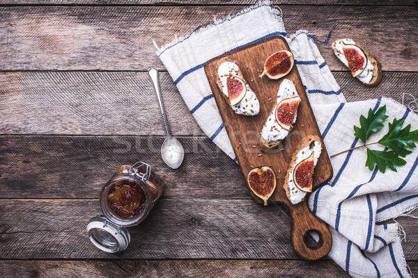 Bruschetta vágódeszka rusztikus stílus reggeli ebéd Stock fotó © Arsgera