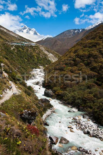 Landschap rivier dorp berg Stockfoto © Arsgera