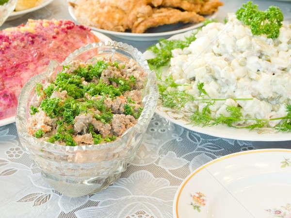 Smakelijk lever salade banket tabel gericht Stockfoto © Arsgera
