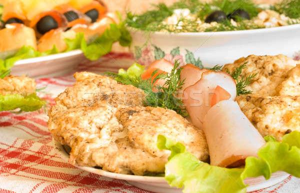 Asztal bankett étterem tányér szolgáltatás kés Stock fotó © Arsgera