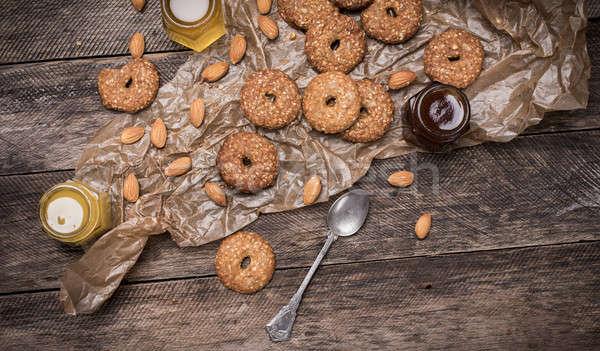 Nueces cookies sésamo mesa de madera rústico estilo Foto stock © Arsgera