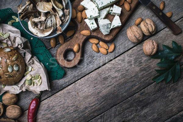 Noix champignons fromages pain saine déjeuner Photo stock © Arsgera