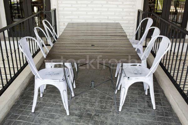 Fehér műanyag székek tégla föld étterem Stock fotó © art9858