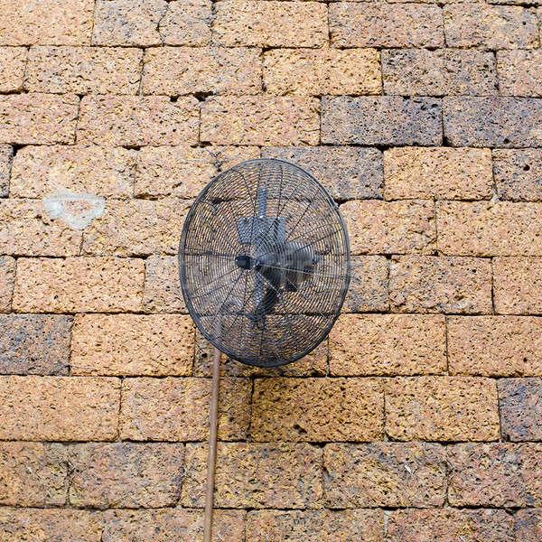 Vintage parede de tijolos preto metal ventilador edifício Foto stock © art9858