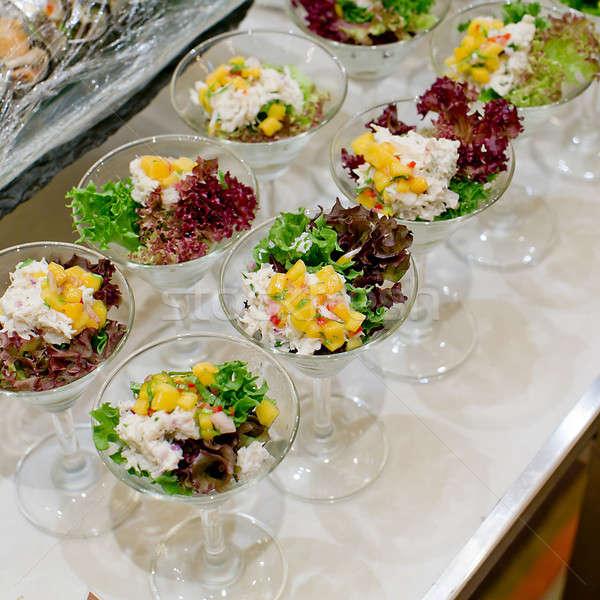 Apetitoso ensalada transparente ensaladera alimentos primer plano Foto stock © art9858