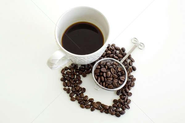 Xícara de café grão de café linha forma de coração branco coração Foto stock © art9858