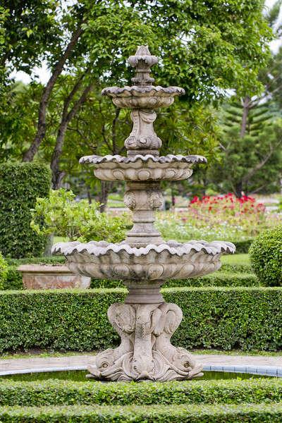 Grande fonte fora thai estilo escultura Foto stock © art9858