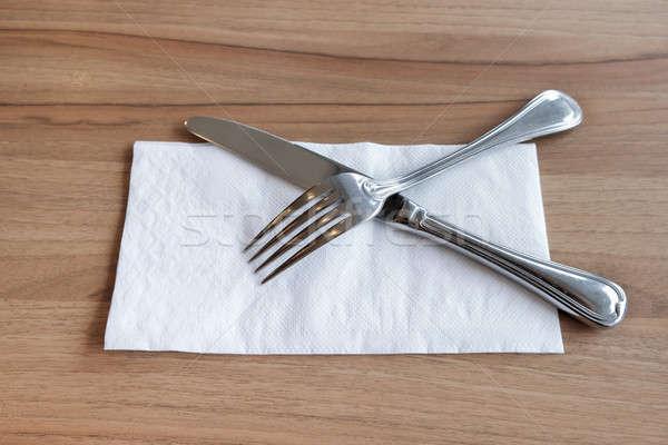 Villa kés evőeszköz fehér papírzsebkendő háttér Stock fotó © art9858