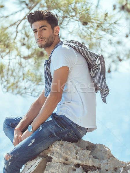 человека путешественник морем пород глядя камеры Сток-фото © artfotodima