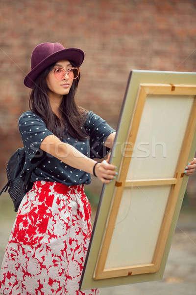 Stockfoto: Jonge · asian · schilderij · vrouw · buitenshuis