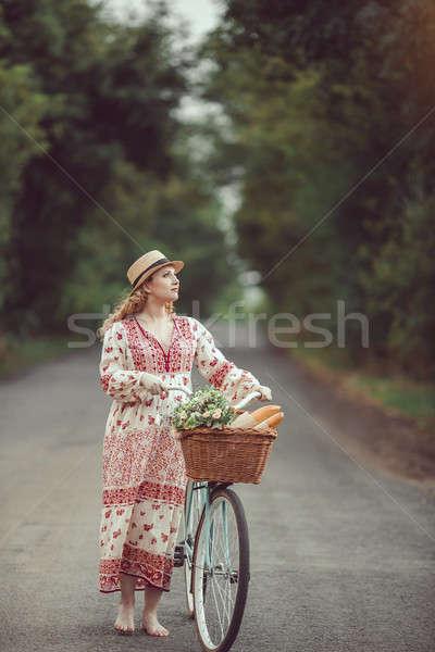 Hamile kız Retro fransız stil bisiklet Stok fotoğraf © artfotodima